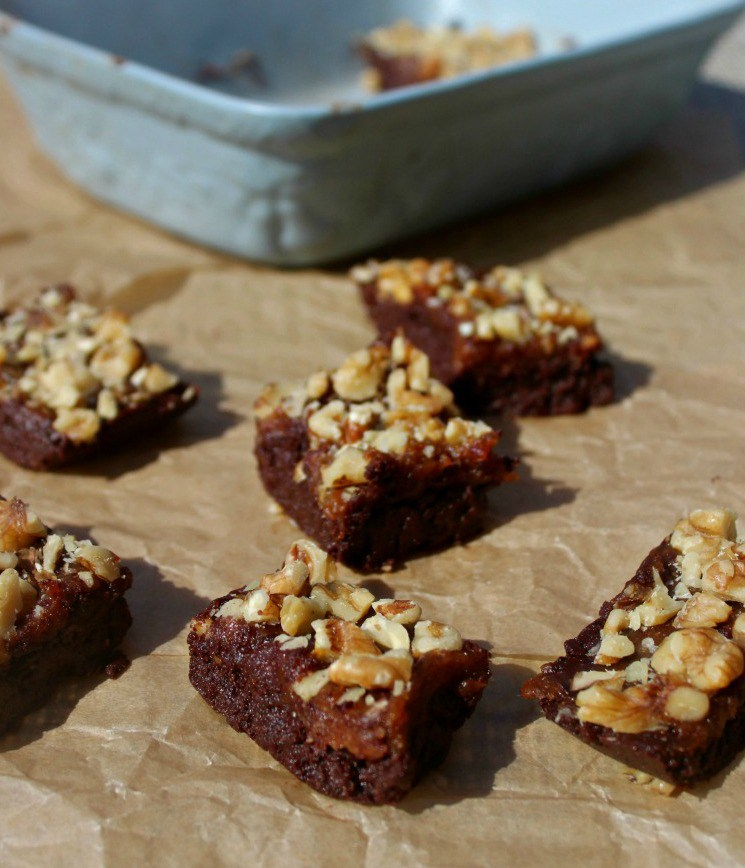 No-Bake-Turtle-Walnut-brownies-Simple-and-savory.com_-1